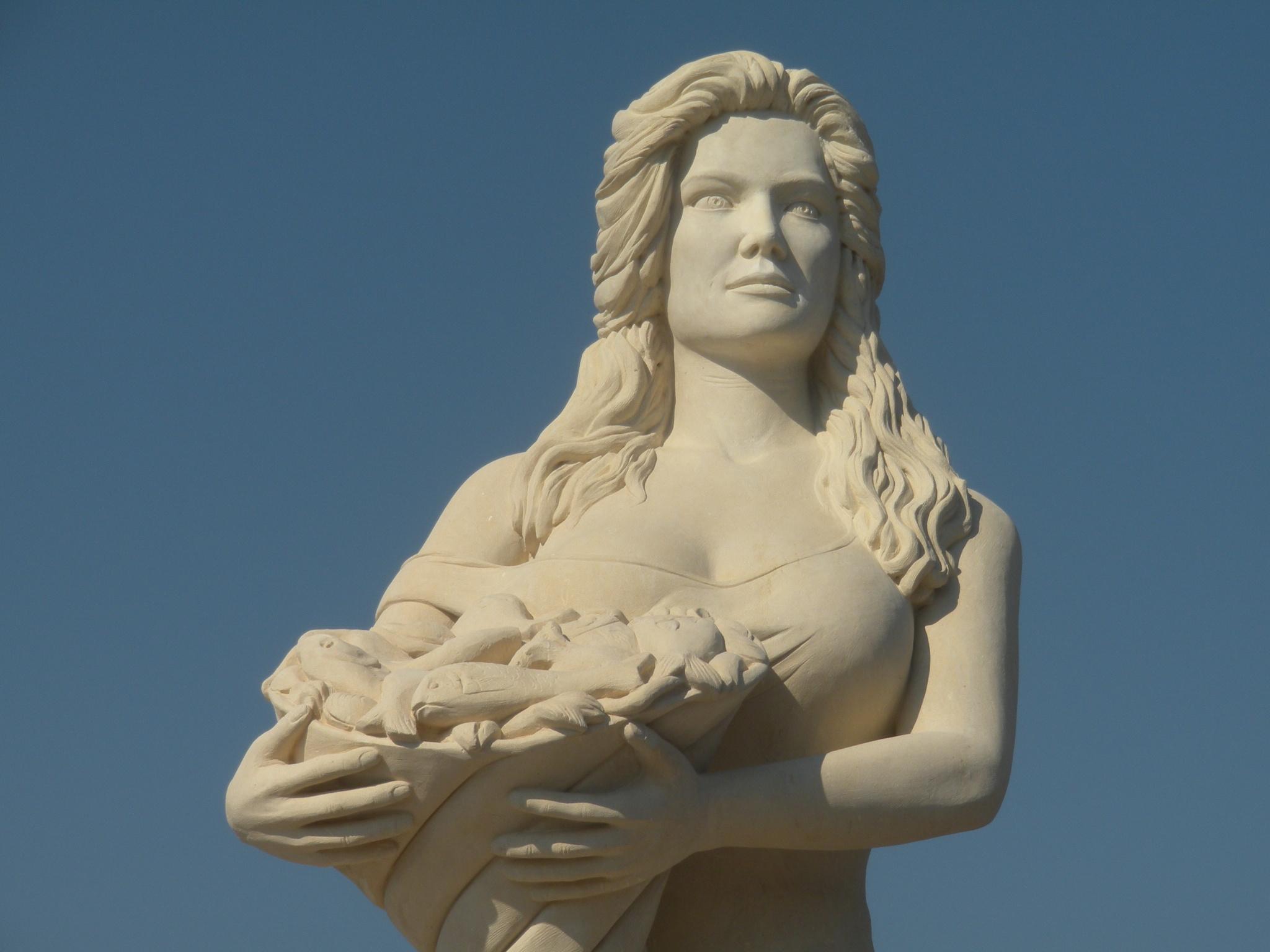 Statua di manuela arcuri il blog di romano borrelli for Cabine nei pini logan oh