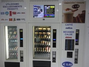 Distributore automatico. Drogheria automatica. Via Bellezia, 7. Torino