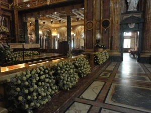 Interno Basilica Maria Ausiliatrice. Ore 9.15. Foto Romano Borrelli