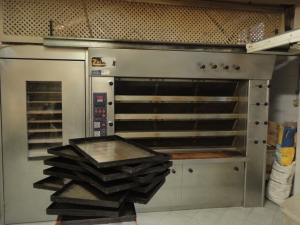 Interno di una panetteria. Il forno.