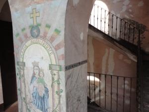 Maria Ausiliatrice, dipinto su muro di casa di ringhiera, Torino. Foto, Romano