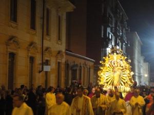 Maria Ausiliatrice in processione. In via Maria Ausiliatrice. Ore 21.45 circa. Foto Romano Borrelli