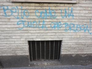 scritta su muro, Torino. Foto Romano Borrelli