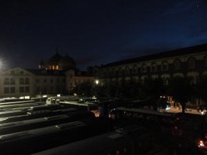 Torino 23 maggio 2014. Interno secondo cortile Maria Ausiliatrice. Bus in arrivo