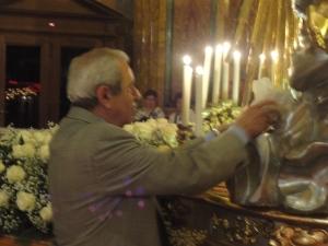 Torino 23 maggio 2014. Ore 22.30 circa. Momento di forte devozione. Interno Maria Ausiliatrice.