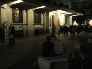 Torino 24 maggio 2014. Cortile Maria Ausiliatrice. Coppia di fedeli. Foto Romano Borrelli