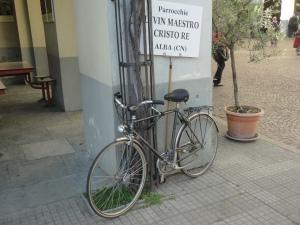 Torino 24 maggio 2014. Ore 18.30. Cortile Maria Ausiliatrice. Per chi usa la bici, pur di esserci. Foto Romano Borrelli