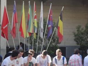 Torino 24 maggio 2014. Ore 19.00 Ragazzi in attesa. Cortile Maria Ausiliatrice. Foto Romano Borrelli