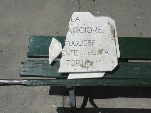 Torino 25 maggio 2014.Traga in marmo, rotta. Torremaggiore, posizionata nell'aiula di Piazza Umbria. Torino. Foto, Romano Borrelli