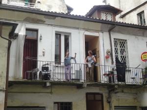 Torino 22 giugno 2014. Ore 17. Via dei Mercanti. Il concerto dal balconcino. Foto, Romano Borrelli