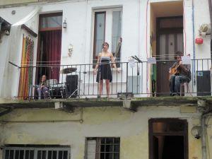 Torino 22 giugno 2014. Via dei Mercanti 3. Il concerto dal balconcino. Foto, Romano Borrelli (2)