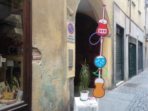 Torino 22 giugno 2014. Via dei Mercanti 3. Il concerto dal balconcino. Foto, Romano Borrelli