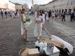 Torino 29 giugno 2014. Piazza San Carlo. Tavola in...bianco. Foto di Borrelli Romano
