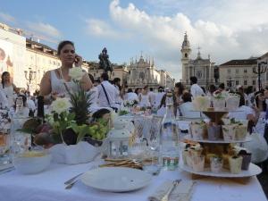 Torino 29 giugno 2014. Piazza San Carlo. Tavola in...bianco. Foto Romano Borrelli