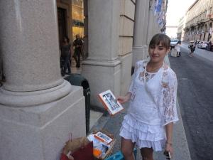 Torino 29 giugno 2014. Via Roma. In arrivo per tavola in...bianco. Foto Romano Borrelli