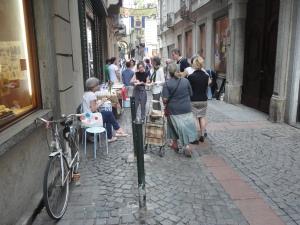 Torino, via dei Mercanti. Festa dei vicini. Foto, Romano Borrelli