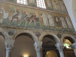 Ravenna, 20 luglio 2014. Sant' Apollinare Nuovo.Offerta dei doni, Re Magi con Gesù Bambino in braccio alla Madonna. Foto, Romano Borrelli.