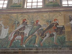 Ravenna, 20 luglio 2014. Sant'Apollinare Nuovo. I re Magi. Foto, Romano Borrelli