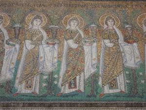 Ravenna, 20 luglio 2014. Sant'Apollinare Nuovo. Offertorio di donne. Foto Romano Borrelli