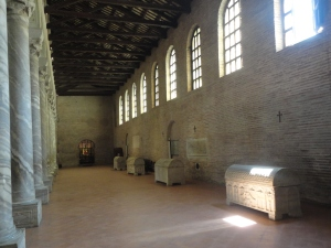 Sant'Apollinare in Classe. Sarcofagi. foto, Romano Borrelli