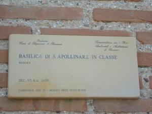 Sant'Apollinare in Classe. Targa Basilica. Foto, Romano Borrelli