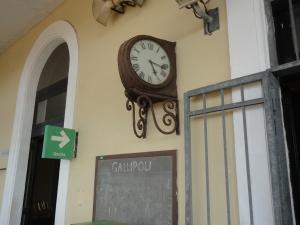 Gallipoli, 7 agosto 2014. Orologio della stazione Sud Est. Foto, Romano Borrelli