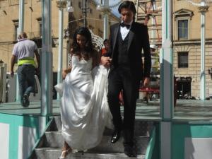 Lecce 26 agosto 2014. Piazza Sant'Oronzo. Coppia di sposi. Foto, Romano Borrelli