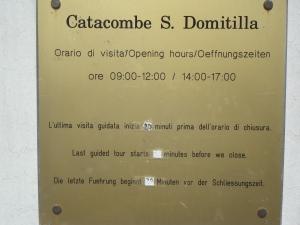 Roma 27 agosto 2014. Orari Catacombe Domitilla. Foto, Romano Borrelli