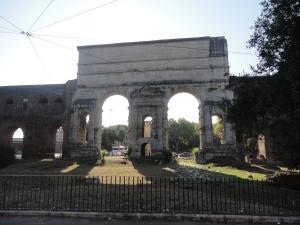 Roma, 27 agosto 2014. Piazza di Porta Maggiore. Foto, Romano Borrelli