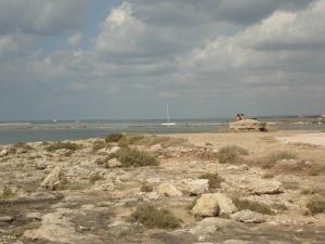 Torre Chianca, Porto Cesareo. Sullo sfondo, Torre Lapillo. 25 agosto 2014. Foto, Romano Borrelli