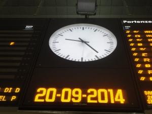 Orologio tabellone orari stazione Torino Porta Nuova. Foto,Romano Borrelli