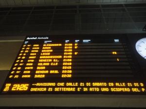 Tabellone orari stazione Torino Porta Nuova. Foto, Romano Borrelli