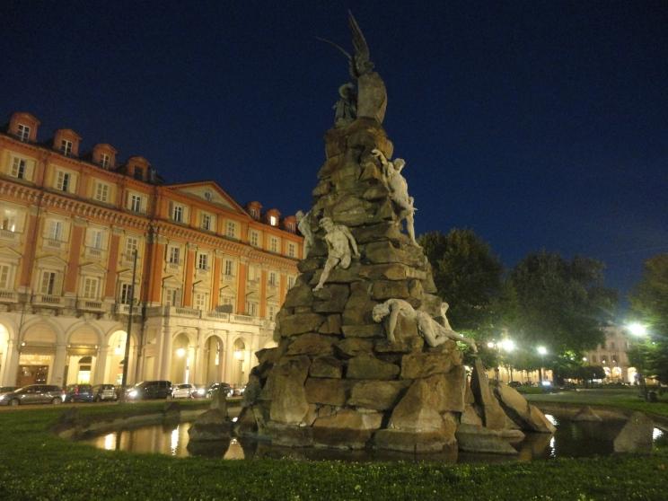 Risultati immagini per piazza statuto notte