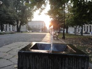 Torino 30 ottobre 2014. Piazza Statuto, un filo di luce, un filo d'acqua. Foto, Romano Borrelli
