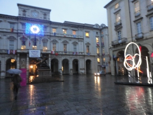 Torino 12 novembre 2014. Il Comune. Sotto la pioggia. Foto, Romano Borrelli