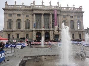 Torino 16 novembre. Piazza Castello. La Maratona, arrivo. Foto, Romano Borrelli