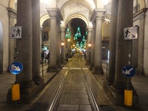 Torino. Incrocio via Milano con via Garibaldi. Dove una volta passava il 50. Luci d'Artista. Foto, Romano Borrelli