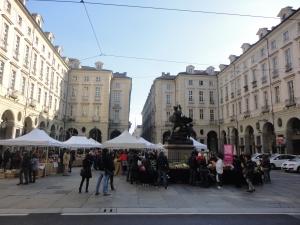 Torino, via Milano, il Comune. Mercatino. 22 novembre 2014. Foto, Romano Borrelli