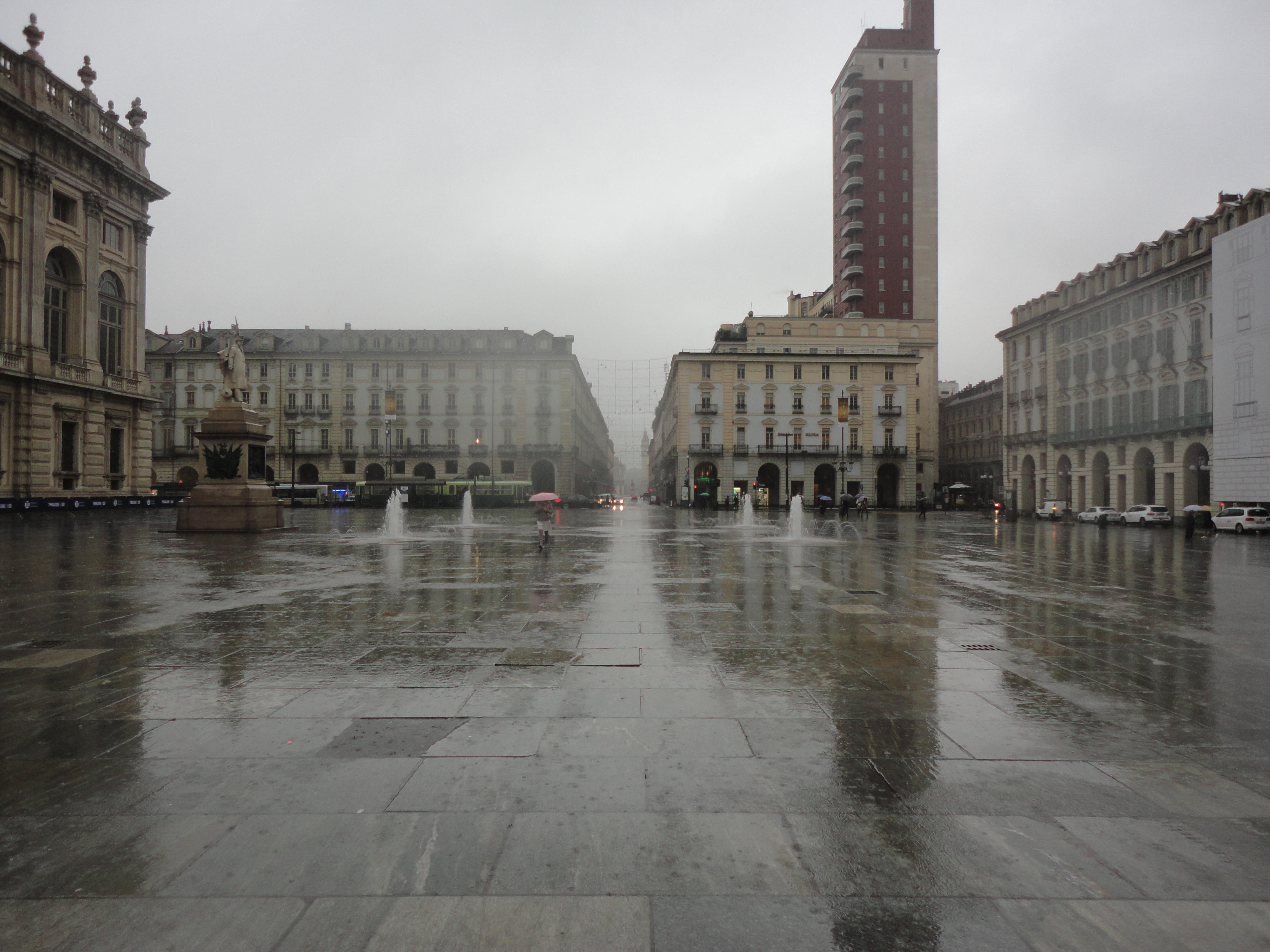 Torino sotto la pioggia il blog di romano borrelli for Sotto la pioggia ombrelli
