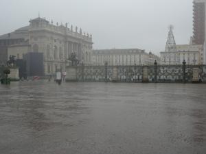 Torino 1 dicembre 2014, piazza Castello sotto la pioggia. Foto, Romano Borrelli