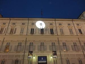 Torino 13 dicembre 2014, Palazzo Reale. Lo spettacolo in attesa delle poesie aeree. Foto, Romano Borrelli