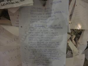 Torino 25 dicembre 2014, atrio stazione di Torino Porta Nuova. Letterine sull'albero, foto, Borrelli Romano