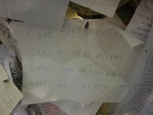 Torino 25 dicembre 2014, letterine sull'albero di Natale, atrio stazione Porta Nuova. Foto, Romano Borrelli