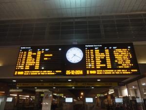 Torino 25 dicembre 2014, tabellone orari Porta Nuova, foto, Borrelli Romano