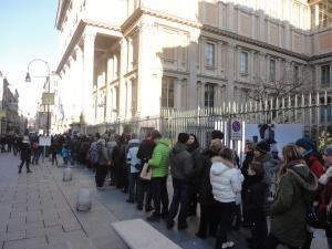 Torino 28 dicembre 2014, in fila ai piedi della Mole Antonelliana, foto, Romano Borrelli
