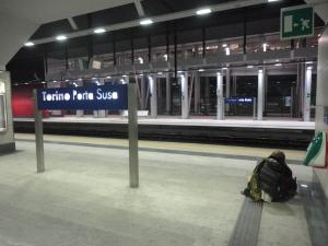 Torino 31 dicembre 2014, Porta Susa. In attesa. Foto, Romano Borrelli