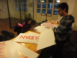 Torino 31 dicembre 2014, preparazione cartelli. Foto, Borrelli Romano