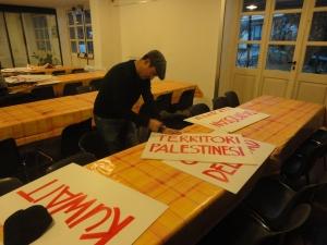 Torino 31 dicembre 2014, Serming. Preparazione cartelli. Foto, Romano Borrelli