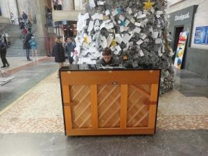 Milano, 6 gennaio 2015, stazione centrale. Pianoforte. Foto, Romano Borrelli