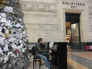 Milano Centrale, 6 gennaio 2015. PIanoforte. Foto, Borrelli Romano
